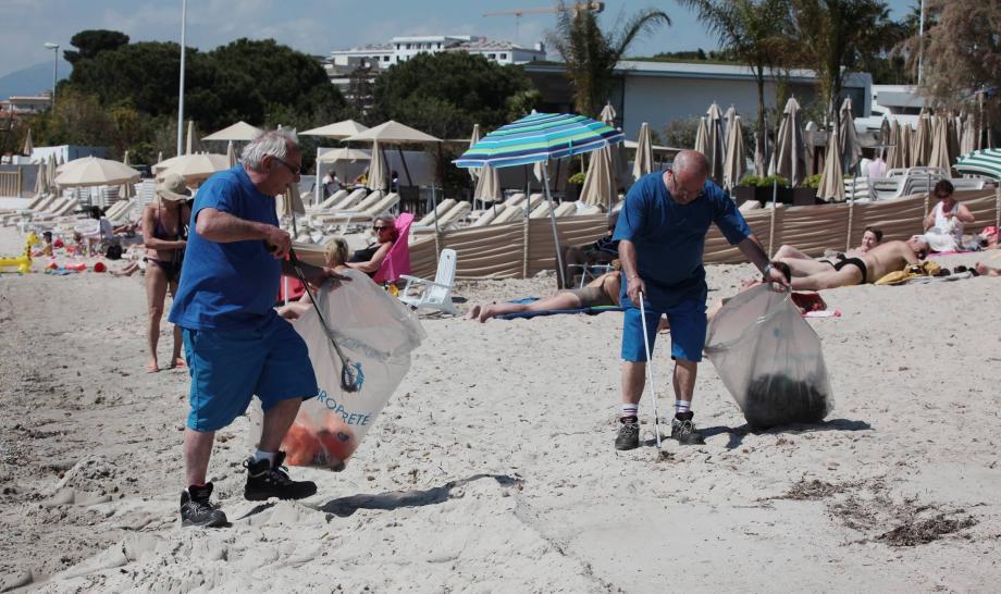 « On nettoie plus souvent les plages l'été que l'hiver », argumente le maire pour justifier la « nécessité d'adapter l'activité des agents aux besoins réels de la collectivité ».