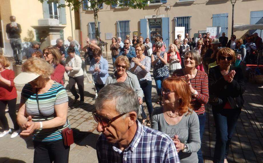 Hier midi, le public a pu assister à une démonstration de danse avec la section danse des Immortelles.