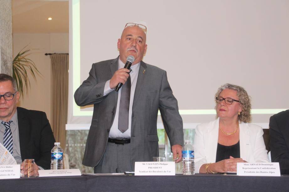 Philippe Valentin, lors de l'assemblée générale des buralistes du Var jeudi soir, a répondu aux inquiétudes concernant l'instauration du paquet neutre.