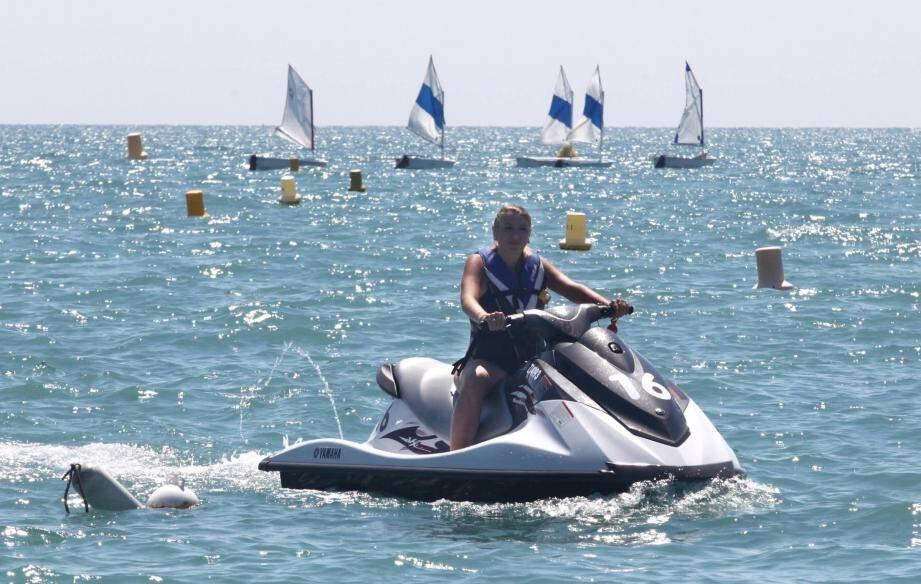 Dans le viseur du maire, les scooters des mers et les nuisances engendrées par ces embarcations.
