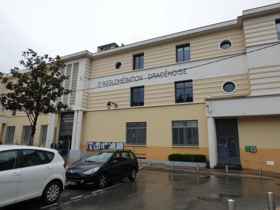 """Malgré un excédent """"historique"""", la Communauté d'agglomération dracénoise a adopté un budget primitif prudent, marqué par un nouvel emprunt de 5,8 millions d'euros."""