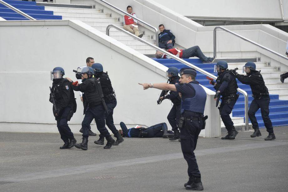 L'exercice de sécurité était organisé conjointement par la préfecture des Alpes-Maritimes et la mairie de Cannes.