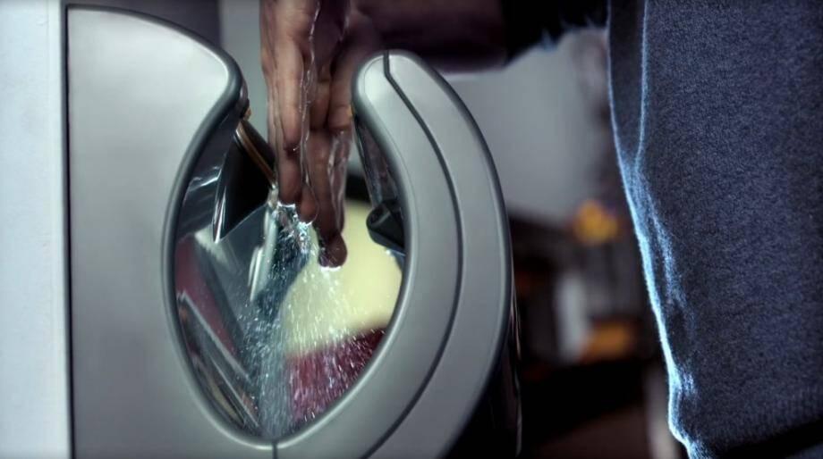 Les sèche-mains Dyson Airblade sont-ils plus hygiéniques que les serviettes en papier classiques pour s'essuyer les mains? Pas vraiment, à en croire une étude de l'Université de Westminster.