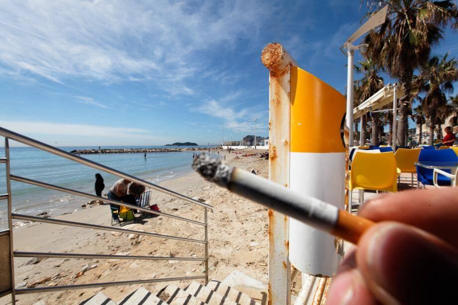 Le contrevenant a écopé de 200€ d'amende pour avoir fumé une cigarette, et 200€ de plus pour avoir allumé un feu sur la plage