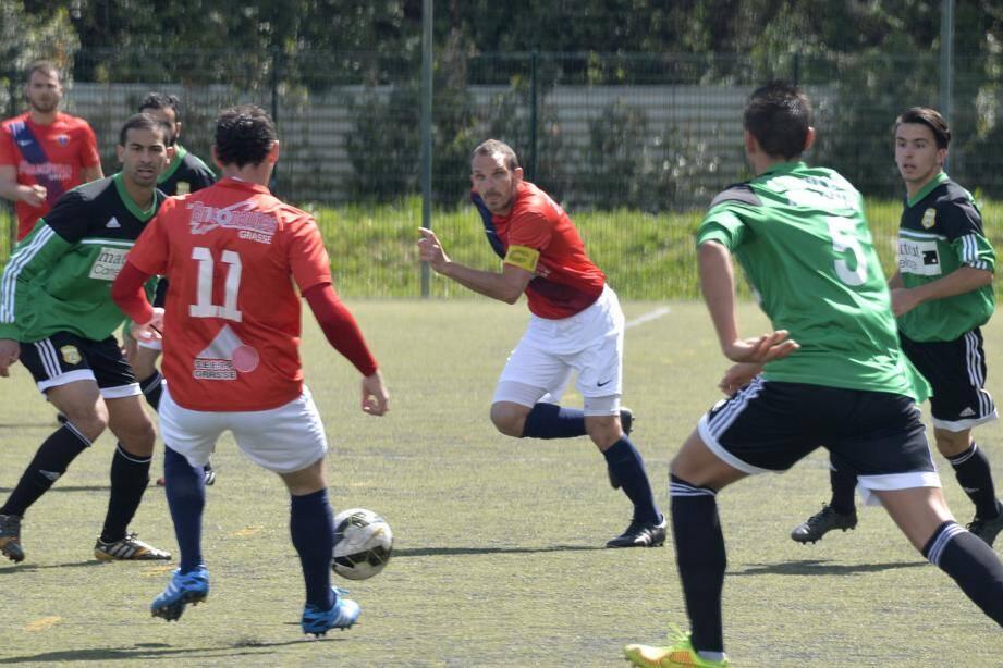 Le Racing Club de Grasse s'est imposé difficilement face à Gémenos 2-1
