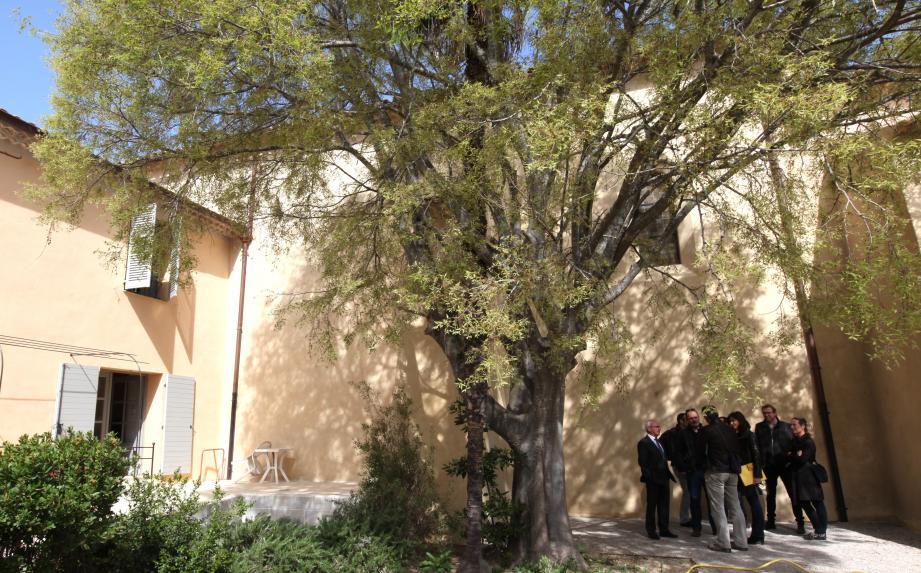 L''ouverture officielle de la chapelle, initialement prévue en mai, est programmée en juillet.