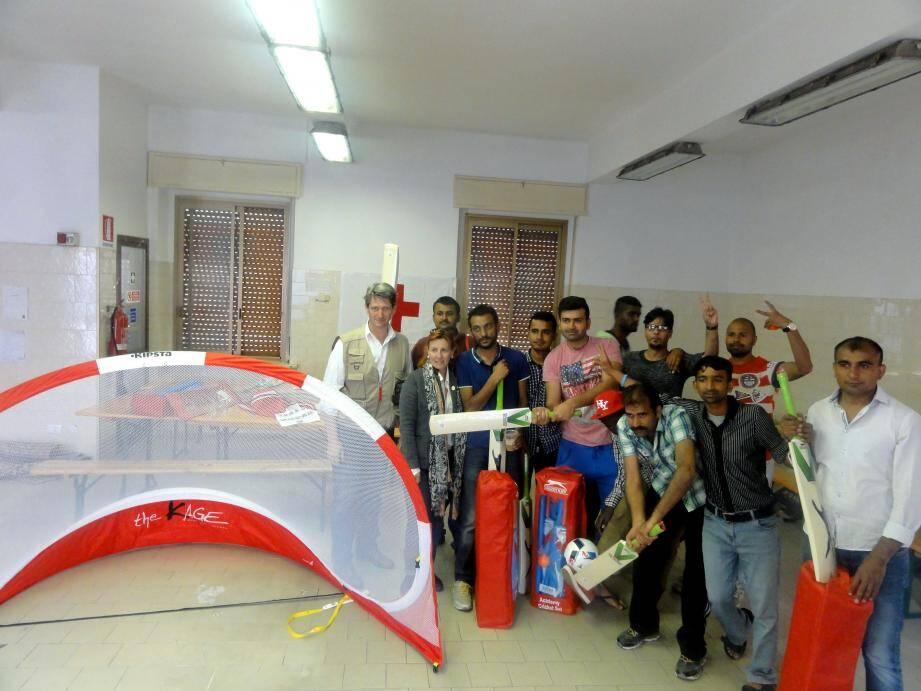 Le personnel de la Croix-rouge monégasque a emmené à Vintimille les équipements sportifs que la princesse Charlène a souhaité leur confier.