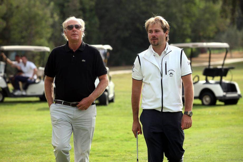 Pour sa deuxième victoire sur le Tour, en Turquie la saison dernière, Victor Dubuisson (à droite) était tombé en pleurs dans les bras de son coach, Benoît Ducoulombier (à gauche).