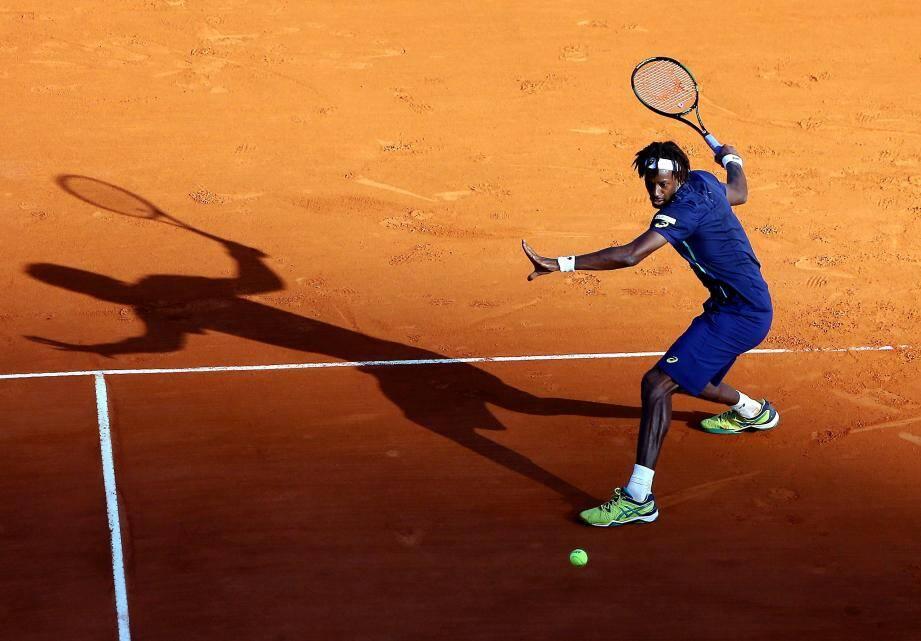 tennis masters de monte carlo à Monaco - mercredi 13 avril 2016 -gael Monfils (france/bleu marine) - Paolo Lorenzi (Italie/blanc)