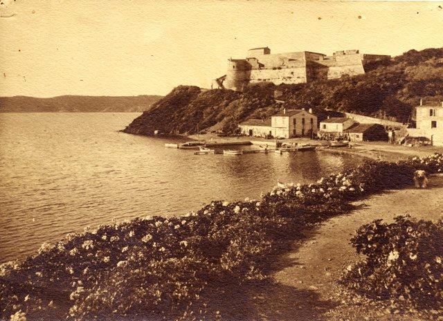 Port-Cros, ici en 1921, redevient l'île des écrivains durant trois jours.