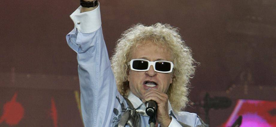 French singer Michel Polnareff performs during a concert as part of the Bastille Day celebration, 14 July 2007 in Paris. AFP PHOTO POOL MICHEL EULER