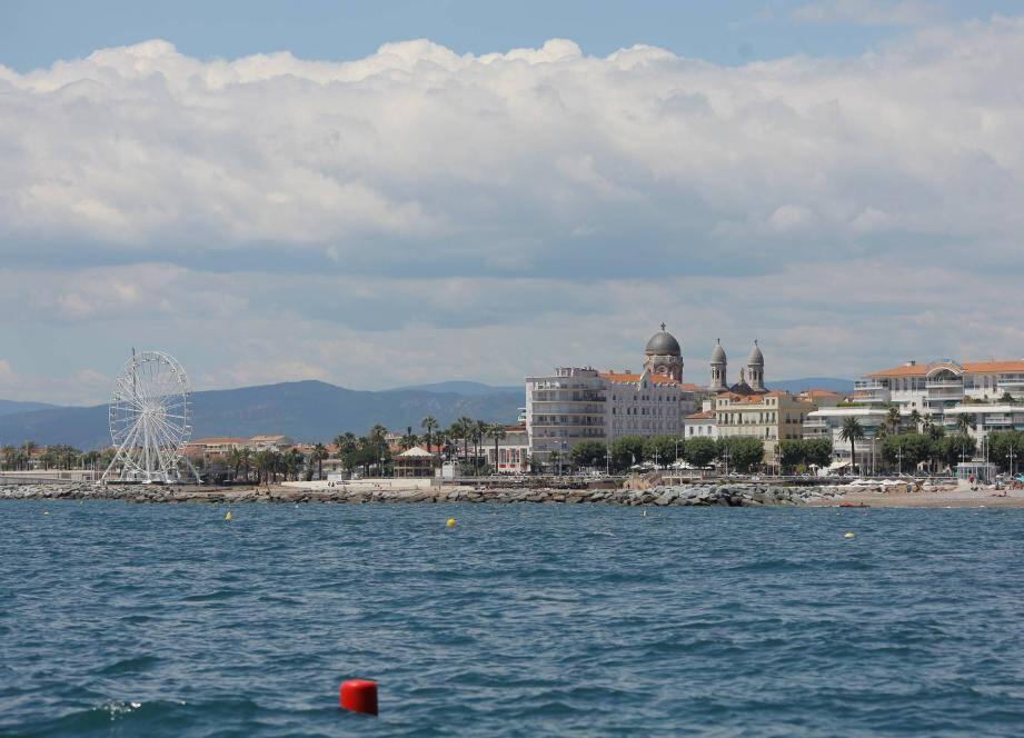 Les températures ne devraient pas dépasser 20 degrés sur le littoral (ici, Saint-Raphaël).