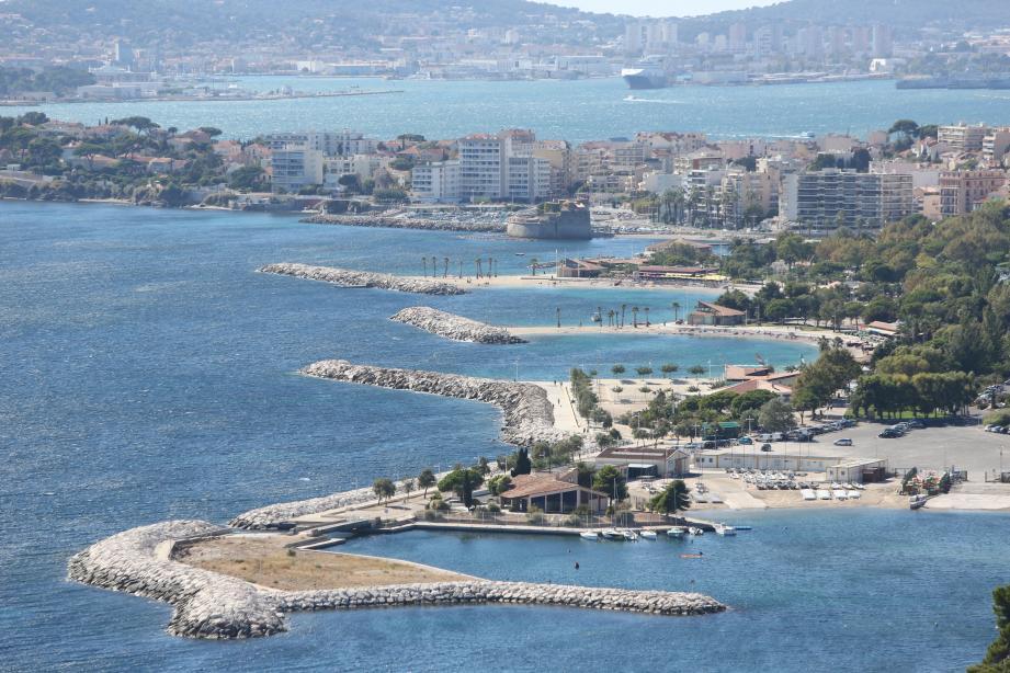 Les plages du Mourillon et Toulon.