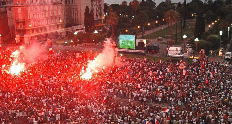 """""""L'organisation de l'Euro 2016 doit être assortie d'une mobilisation de l'ensemble des moyens humains et technologiques, permettant d'apporter au public toutes les garanties de sécurité""""."""