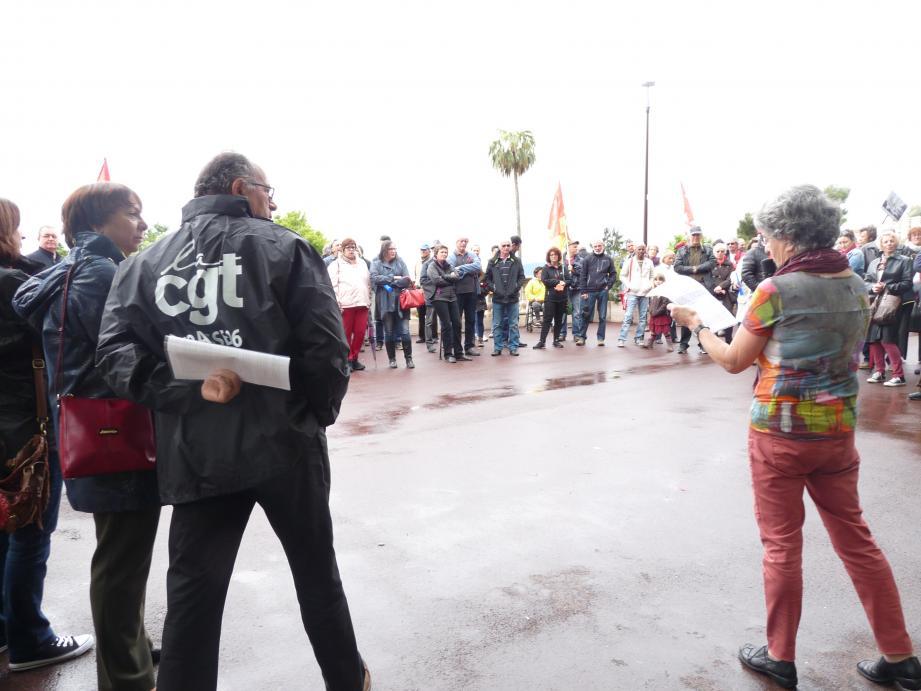 Prises de parole sur le Cours, puis court défilé par la rue Droite jusqu'à la rue Gazan où apéro et repas devaient être pris, non sans qu'avant ne soit rappelée la menace qui pèse sur le siège historique du syndicat CGT.