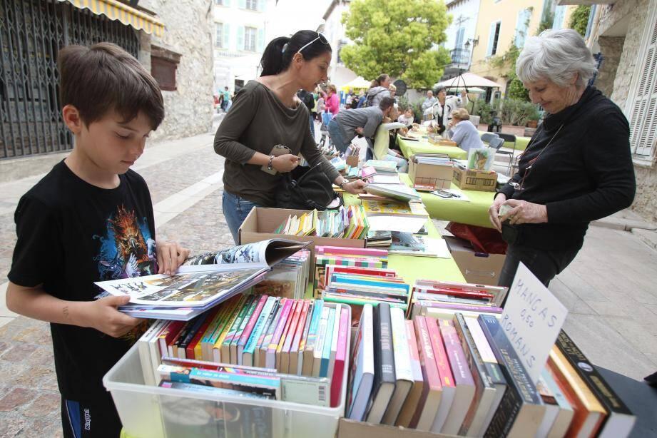 Samedi, le village s'est changé le temps d'un après-midi en librairie à ciel ouvert.