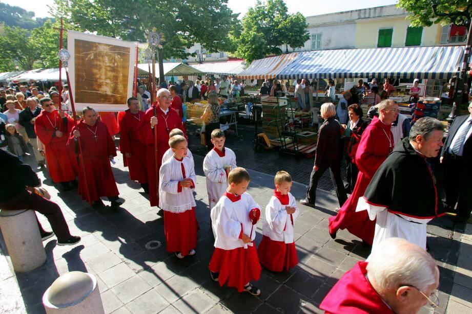 Le 8 mai, la fête liturgique du Saint-Suaire s'exprimera par une procession cours Saleya puis dans les rues du Vieux-Nice.