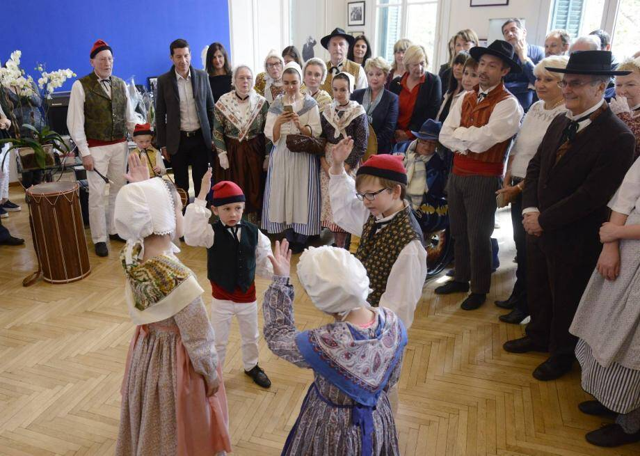 Sous le regard du maire et de plusieurs élus du conseil, les enfants ont perpétué la tradition provençale à l'hôtel de Ville.