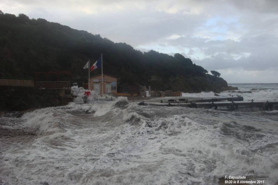 Le sauvetage s'est déroulé à l'est de l'île du Levant, dans des conditions météo difficiles.