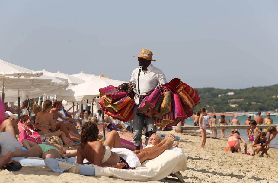 La vente à la sauvette est interdite sur toutes les plages de la Côte d'Azur.