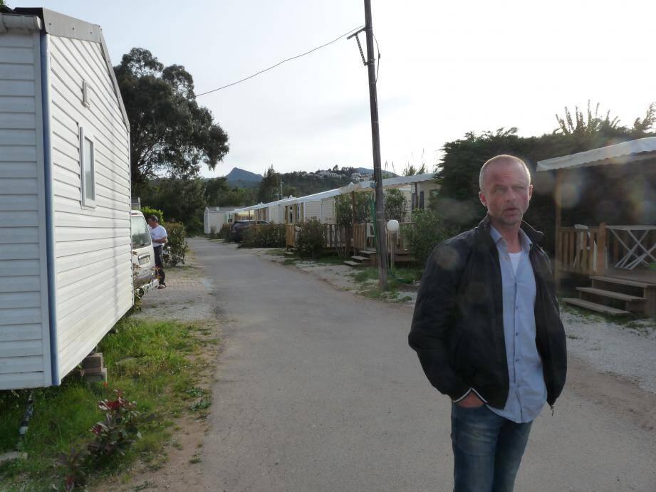 Malgré les mobil-homes flambant neufs installés après les intempéries d'octobre, Eric Blondet est sommé de fermer le camping de l'Argentière et de quitter les lieux.