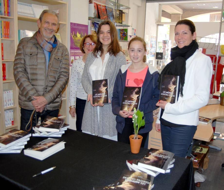 Lucie (au centre), en compagnie de Jean-Marie Schneider, d'Anne Laure (à droite) et de ses premières lectrices.