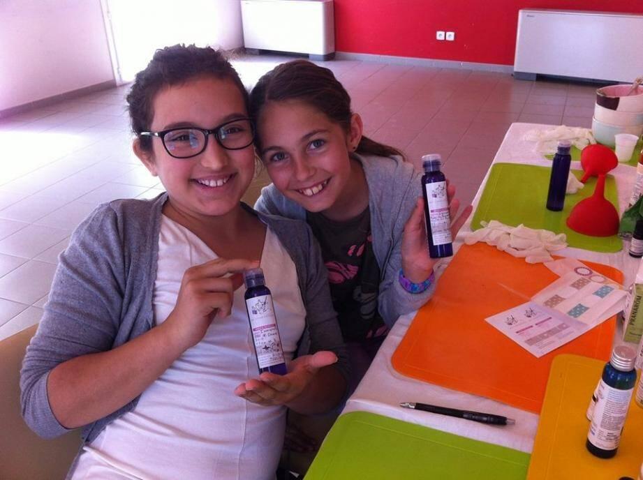 Lucie et Lou ont réussi leur lotion pour le visage à base d'Hydrolat d'immortelle !