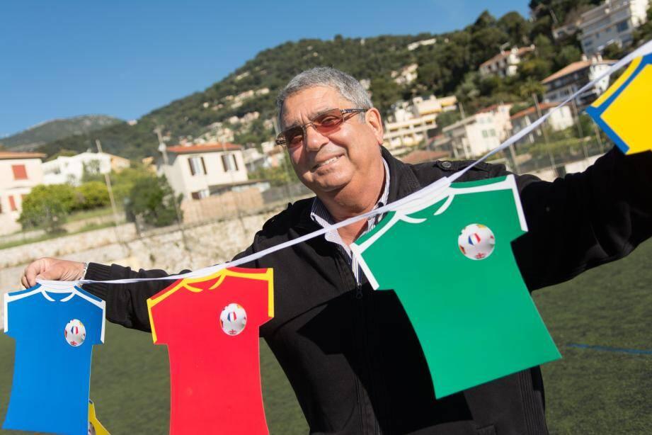 Joseph Gagliardi, le président de l'ASRCM, met à la disposition des commerçants 50 kits de décoration.