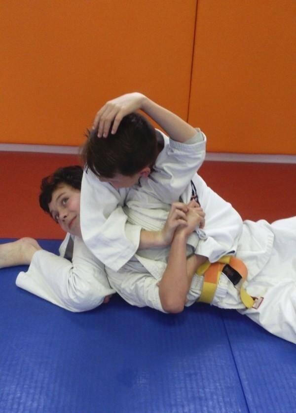 Les judokas ont montré beaucoup de sérieux pour travailler les différentes prises. (D.R)