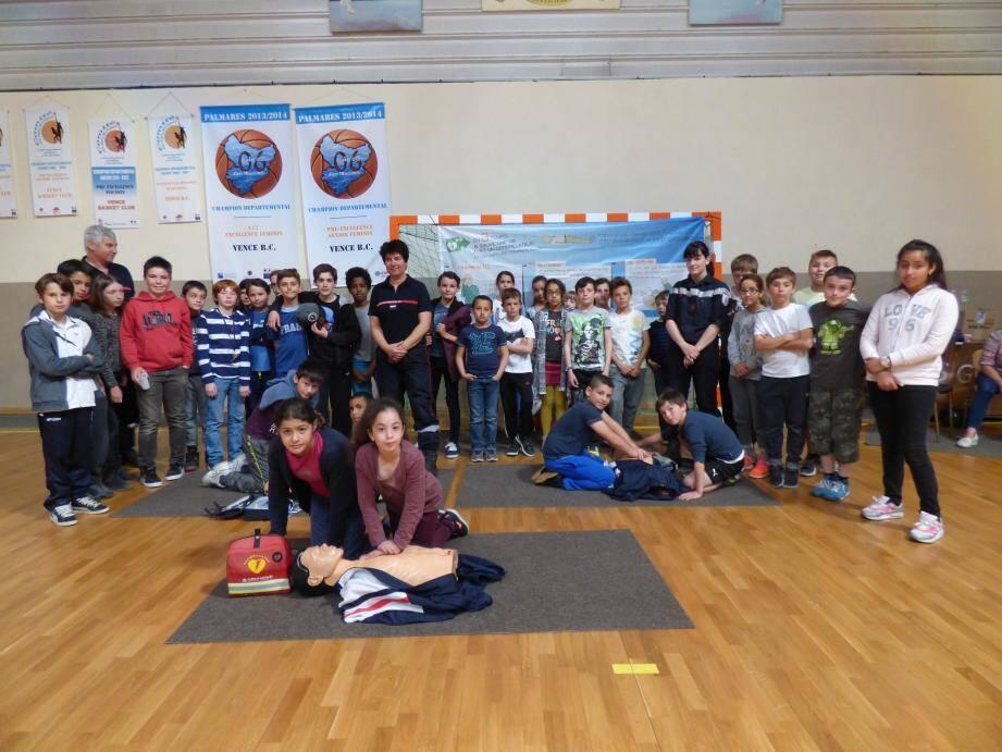 Hier au gymnase Dandréis, les scolaires ont découvert comment protéger leur cœur au quotidien.