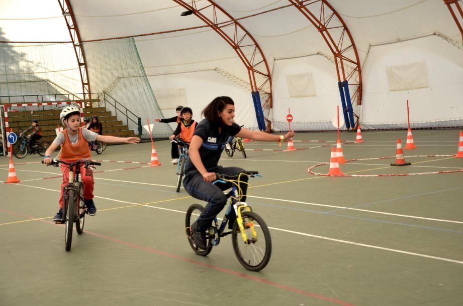 La Bulle aménagée en parcours à vélo, pour la partie pratique de la Prévention routière.