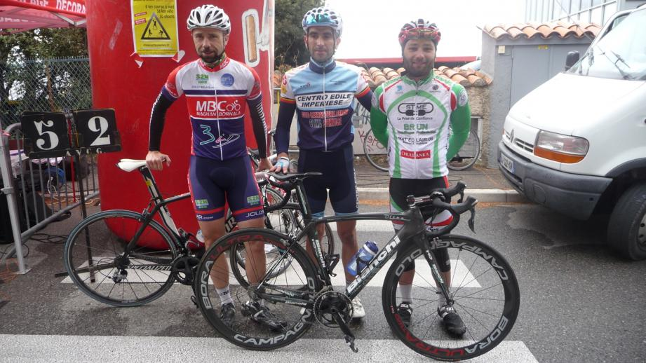 Le podium de la catégorie 3 avec (de gauche à droite) : Lejeune (2e), Parodi, le vainqueur, et Magnot (3e).