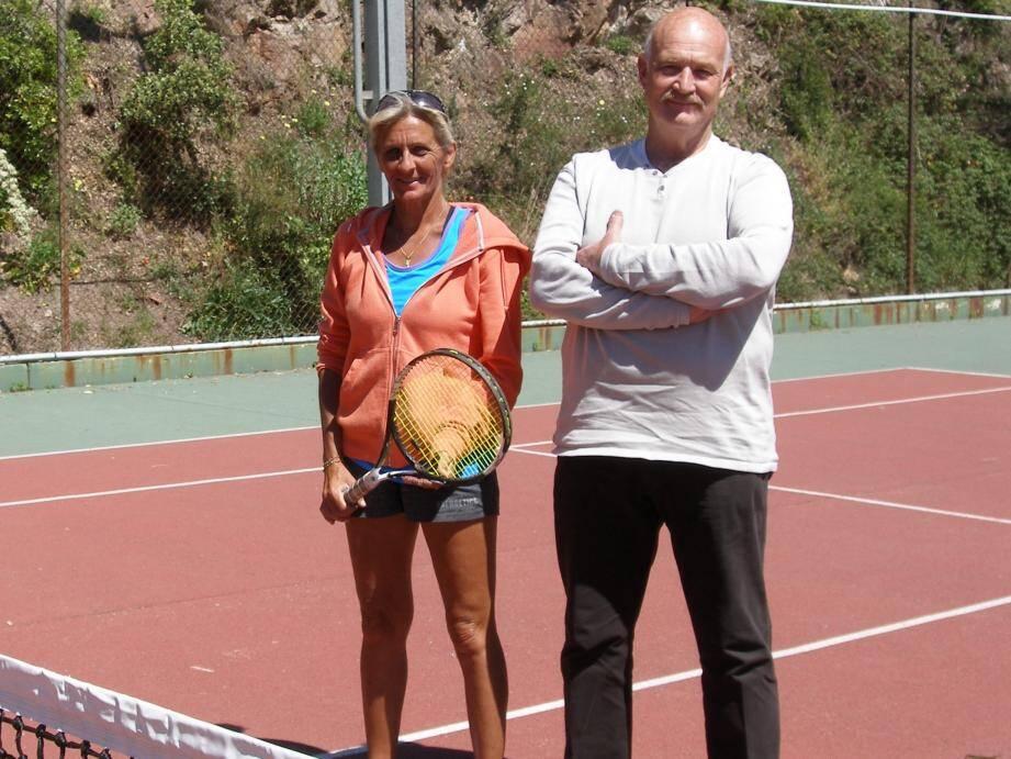 Sabine s'apprête à disputer les championnats du monde par équipe des 45 ans dames. Ici en compagnie de Roland Galli, président de l'ASPTT Cannes Le Cannet.