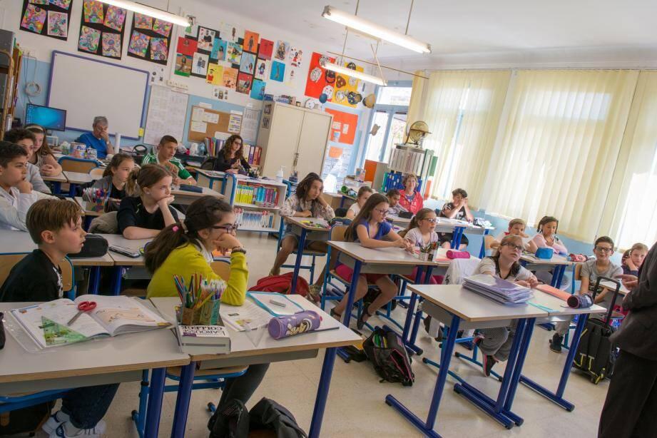 Les élèves de l'école du Cap très à l'écoute des récits personnels.