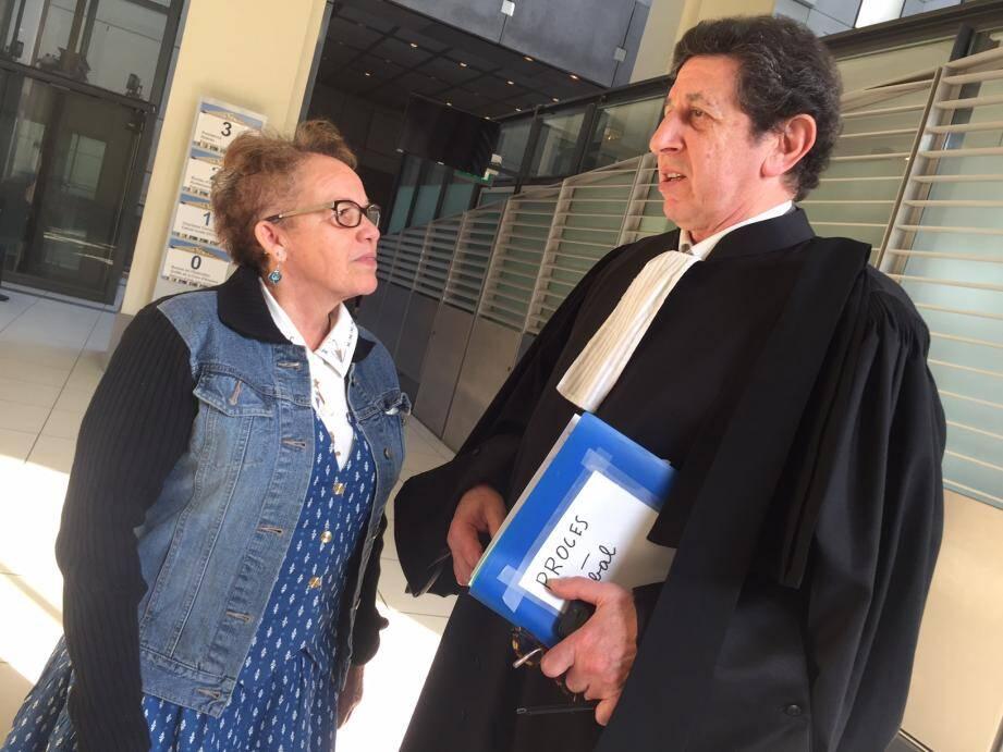 Marie-Geneviève, la femme de ménage escroquée, avec son avocat Me Georges Ayache lors du procès correctionnel du 23 mars dernier à Nice.
