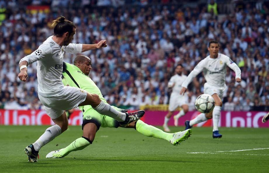 La frappe du droit de Gareth Bale, détournée par Fernando, termine dans les filets de Joe Hart. C'est le seul but du match.
