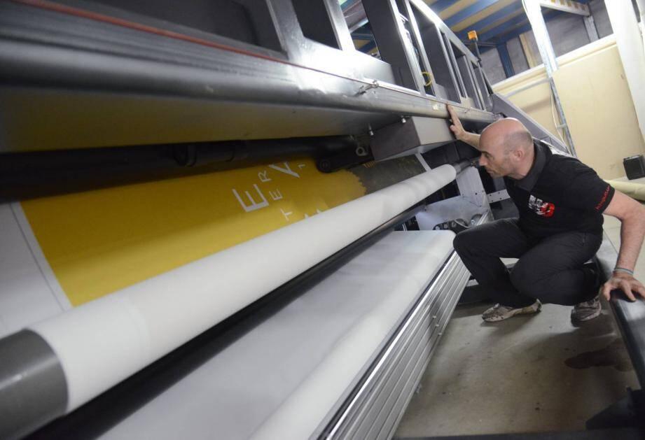 Grâce à ces machines dernière génération, H2O peut imprimer de très grands formats du jour au lendemain.