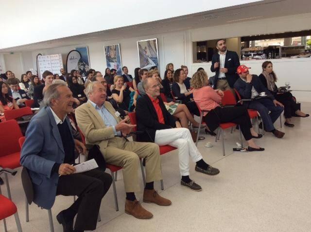 Près d'une centaine de jeunes étaient réunis au Yacht-club de Monaco autour de Stelios Haji Ioannou qui a financé une partie de leurs études.