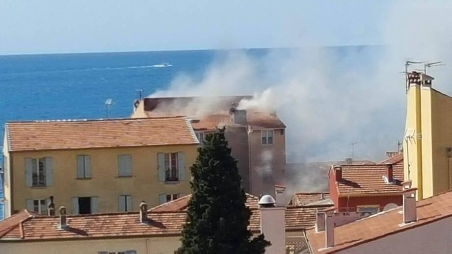C'est au cœur du Cros que l'incendie s'est déclaré, créant un inquiétant panache de fumée. Aucun blessé n'est à déplorer.
