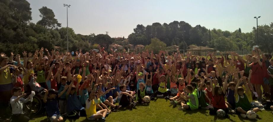 La rencontre, organisée par la FFF Côte d'Azur et la circonscription du Val de Siagne, a permis d'alterner matchs et ateliers de jeux. (DR)