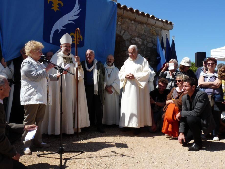 Les Cannois, dont le maire, ont porté hier allégeance aux moines sur l'île Saint-Honorat.