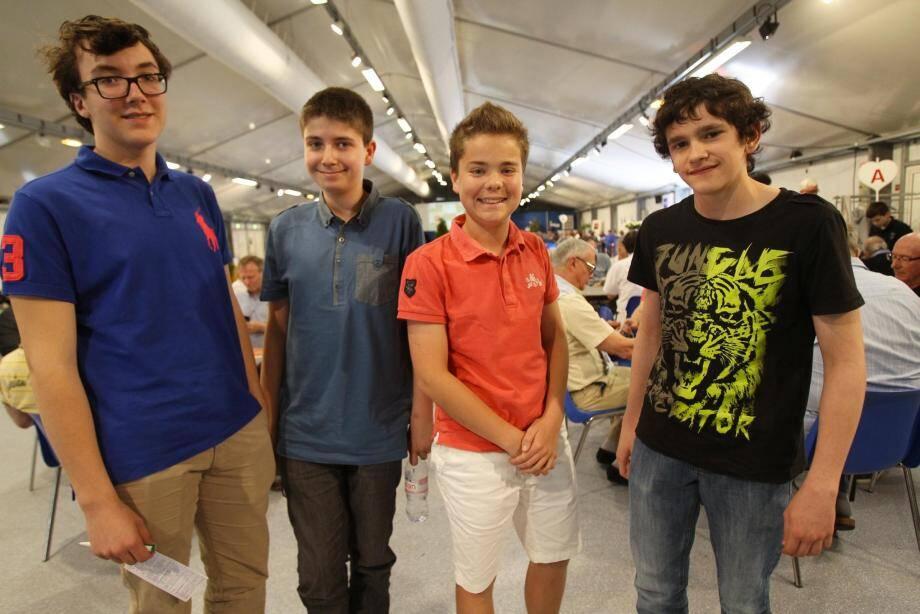L'équipe de France moins de 16 ans (de gauche à droite : Maxence Fragola, Clément Teil, Hugo Rabourdin et Romaric Guth) qui disputera les Mondiaux en août prochain.