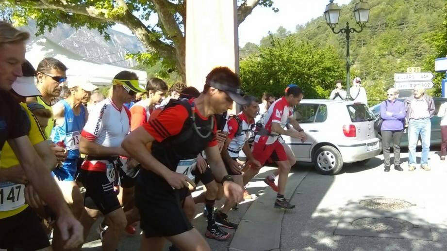 Les traileurs ont englouti 1300 et 800 m de dénivelé hier à Massoins.