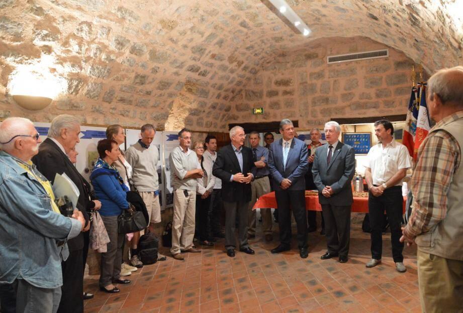 Le maire Claude Blanc et son adjoint Marc Erétéo ont apprécié le travail des membres de l'association.