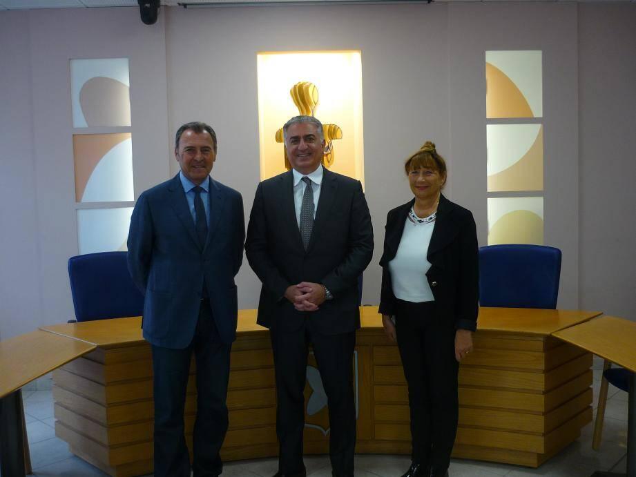 Lionnel Luca, Reza Pahlavi et Marie Benassayag, première adjointe au maire.