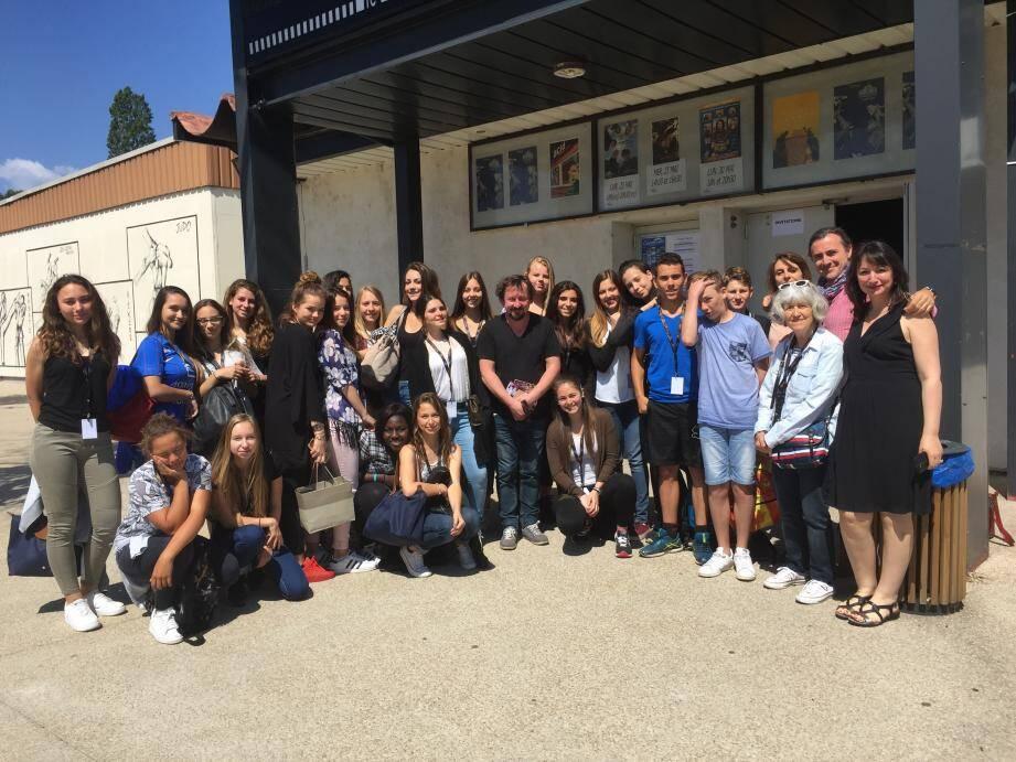 Première rencontre lundi matin entre la 3e 5 et le comédien Jean-Luc Couchard : « Il va nous accompagner pour tous les films !» se sont enthousiasmés les élèves.(PhotoC. B. )
