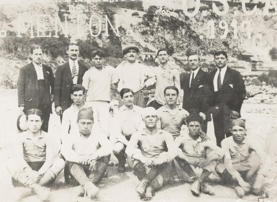 L'équipe de football de l'USCA en 1917, un an après la création officielle du club.