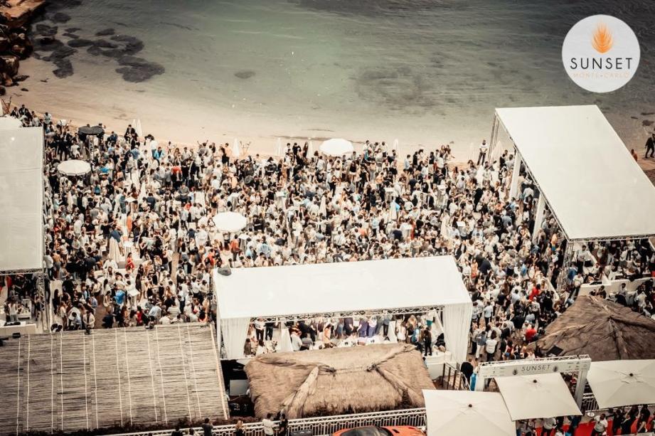 Une fête décontractée sur la plage entre midi et minuit : voilà le concept du Sunset qui séduit depuis quatre ans.(©Sunset)