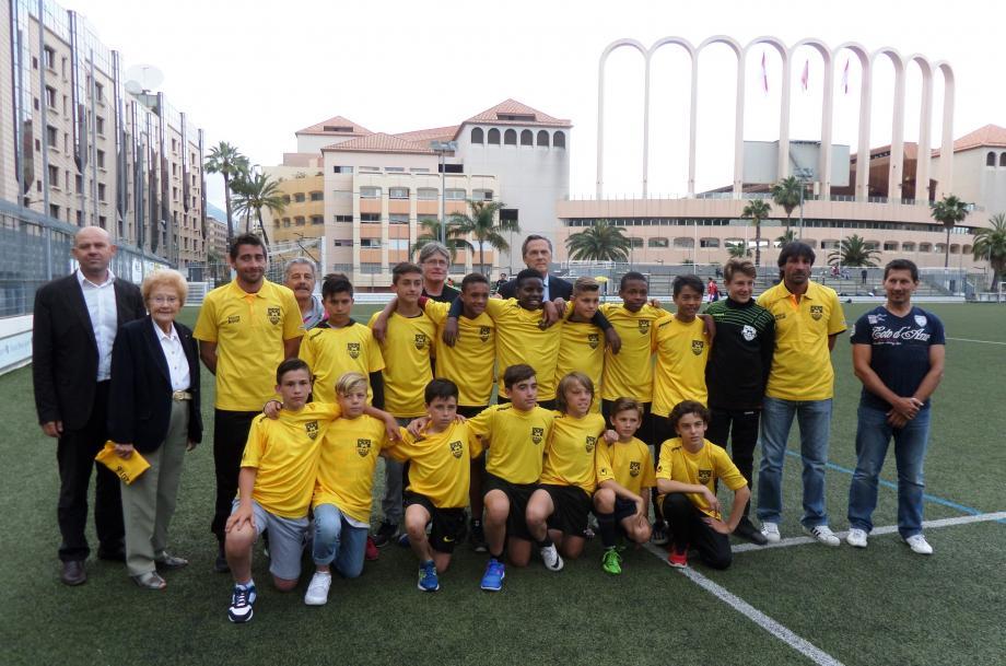 La sélection des meilleurs joueurs du canton représentera Cap-d'Ail à l'occasion du Tournoi Prestige. Ils ont reçu leur maillot à l'issue d'un dernier match de préparation contre le Cavigal de Nice.
