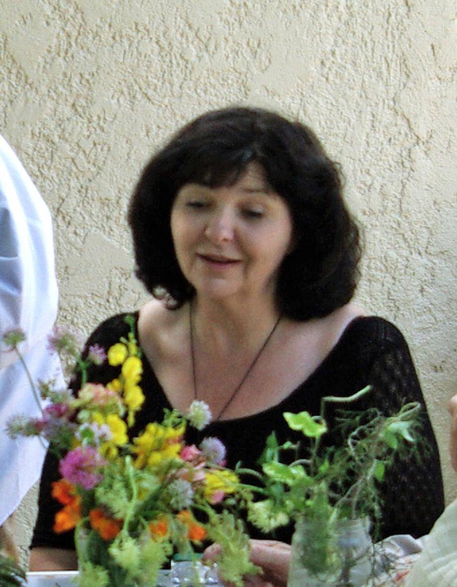 Sylvie Théron, directrice de la Médiathèque intercommunale, inaugurera la nouvelle Grainothèque.